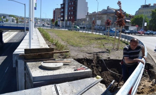 Трапът, който се отвори върху новото кръгово кръстовище над булевард