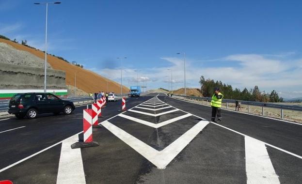 Днес пускат движението по новопостроения участък от магистрала