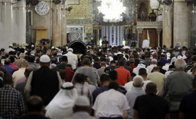 За сблъсъци между мюсюлмански поклонници и силите за сигурност в