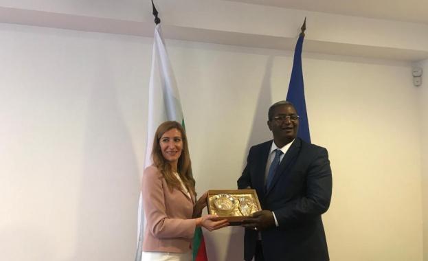 Министър Ангелкова разговаря с министъра на туризма и занаятите на