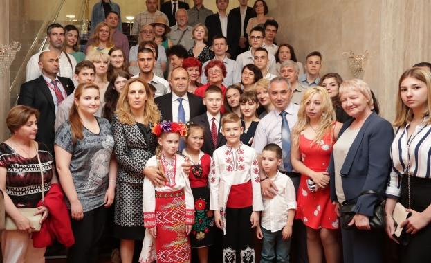 Президентът се срещна с българската общност в Санкт Петербург