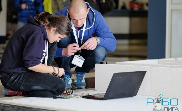 Четири медала за България донесоха студентски роботи на международни робо-игри