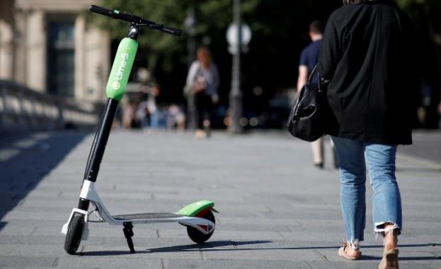 Париж забранява паркирането на електрически тротинетки по тротоарите