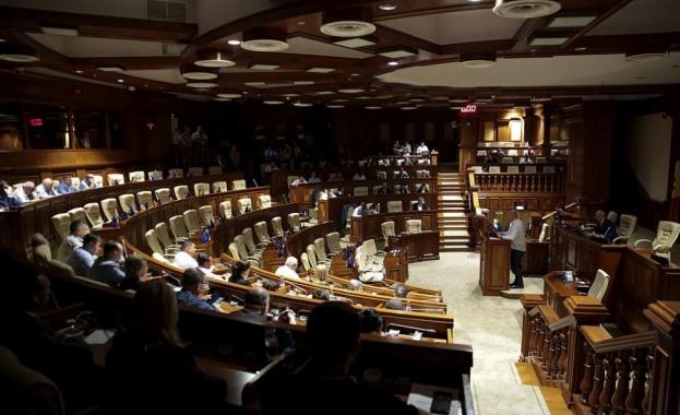 Демократическата партия на Молдова, от която е Филип, вчера оспори