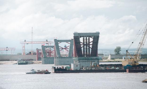 """""""Прозорец към Русия"""": Свързаха моста между Русия и Китай през река Амур"""