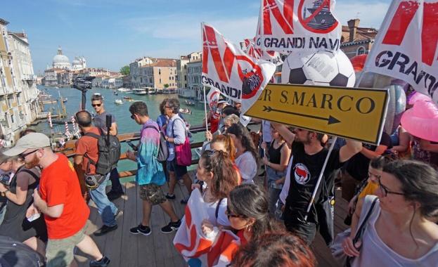 Протест във Венеция поиска забрана на влизането на круизни кораби в лагуната