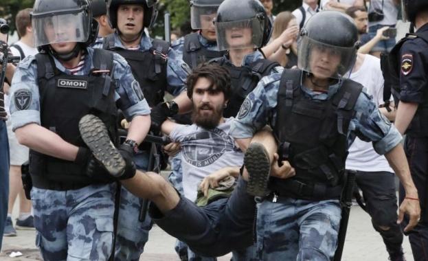 Масови арести на протест в подкрепа на журналиста Иван Голунов