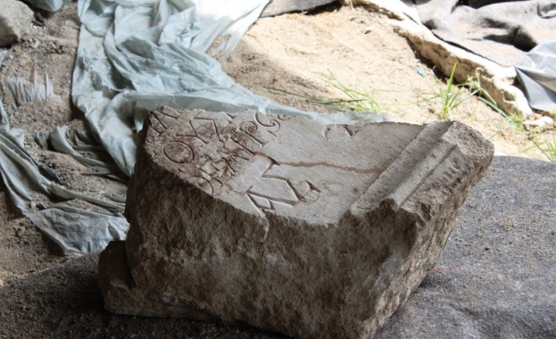 """Думата """"Театър"""" в надпис от втори век след Христа откриха в Епископската базилика"""