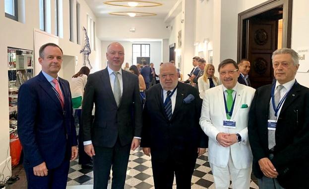 С активната си роля на организатор на международни инициативи, България