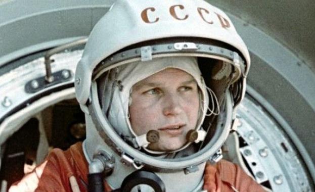 На 16 юни 1963 г. Валентина Терешкова става първата жена,
