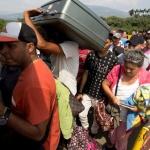 Хиляди венецуелци искат да избягат в Перу