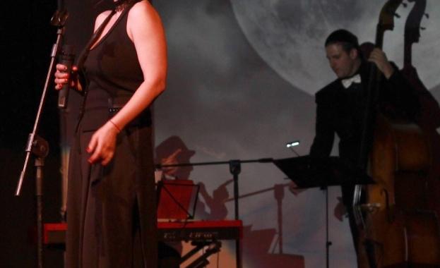 Актрисата и певица Ралица Бежан кани всички фенове на хубавата