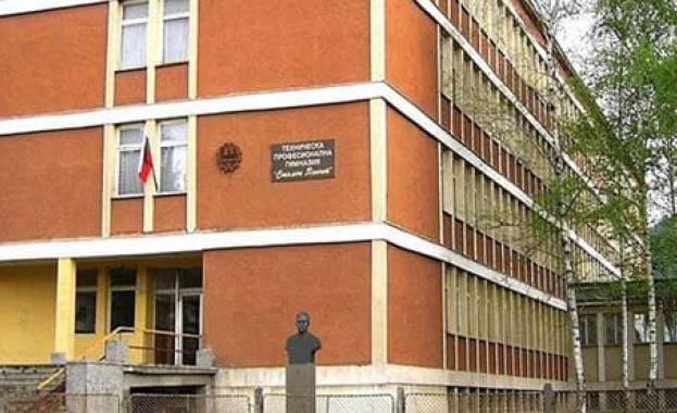 Образователни инспектори и полиция влязоха в училище в Ботевград. Причината