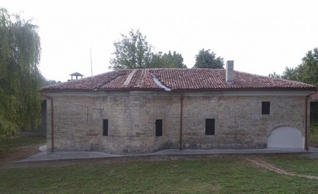 150-годишна църква, дело на майстор Колю Фичето, се нуждае от
