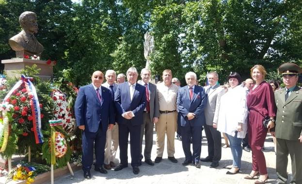 Паметник на княз Алексей Церетелев, генерален консул на Русия в