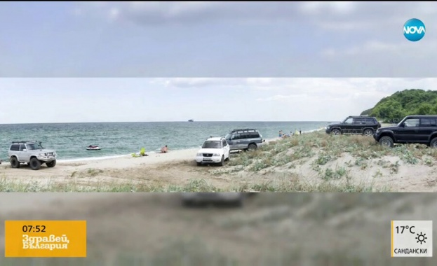 Снимка на зрител на NOVA показа паркирани автомобили на плажа