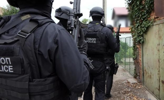 Снимка: Трима в ареста след акция на ГДБОП,  разкрита работилница за скимиращи устройства