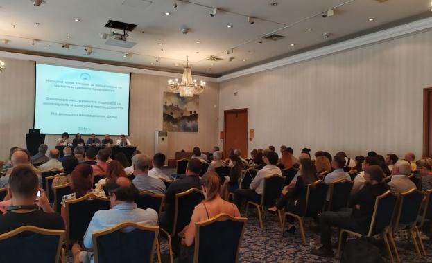 Повече от 100 представители на бизнеса взеха участие в информационна