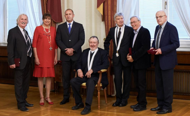 """Президентът Румен Радев удостои днес в Гербовата зала на """"Дондуков"""