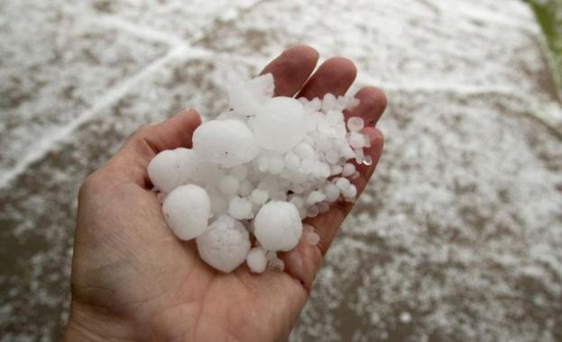 Вятър, проливен дъжд и градушка се изсипаха над адриатическото крайбрежие
