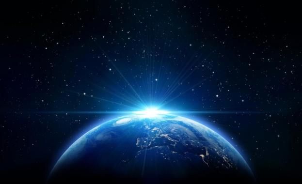 Космическата станция Скайлаб навлиза отново в атмосферата на Земята, след