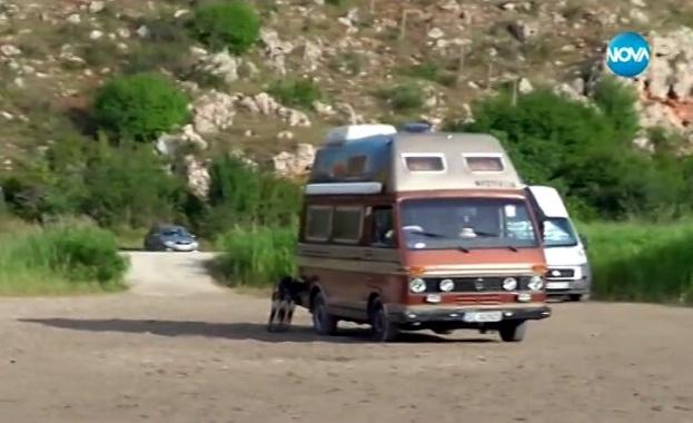 """Джип и три каравани паркираха на плаж """"Болата"""""""