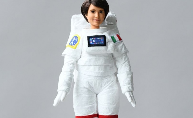 Барби потегля на мисия в Космоса. Куклата, популярна с множеството