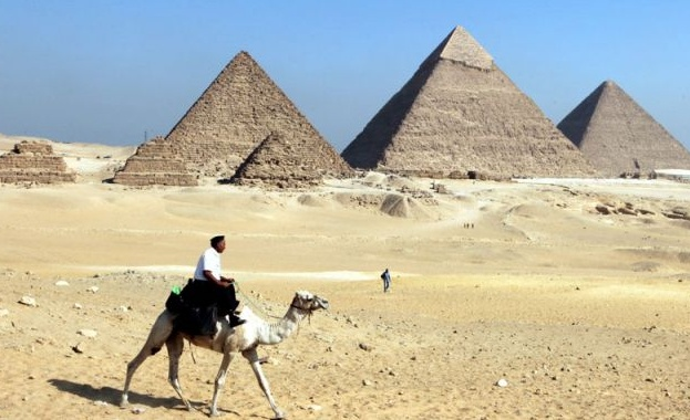 Египетските власти разрешиха отново достъпа за туристи до две пирамиди