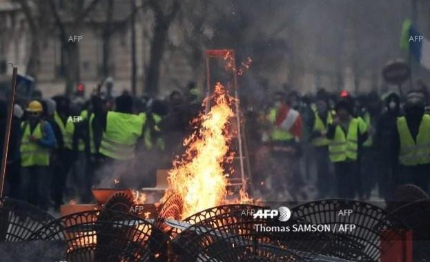 Безредици започнаха в Париж малко след края на военния парад
