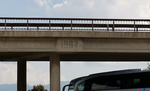 За километрични задръствания на моста на Кривина на Околовръстното в