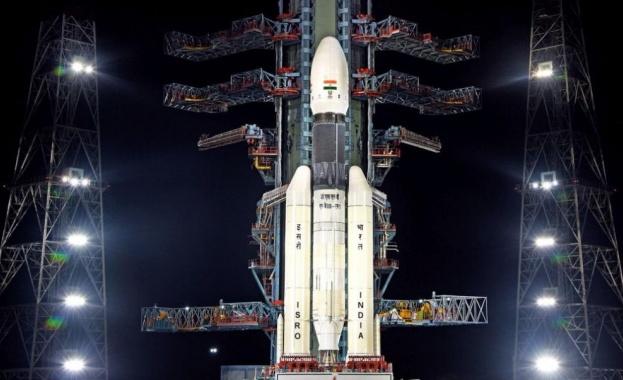 Стартът на индийската лунна мисия