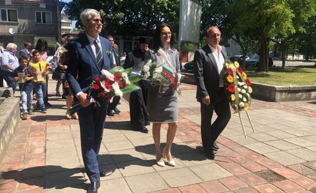 Генералният консул на Русия в Русе се поклони през паметта на Апостола в град Левски