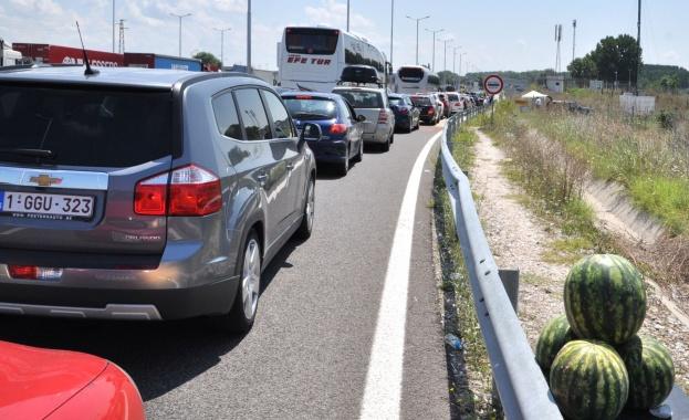 Засилен е трафикът на граничния пункт