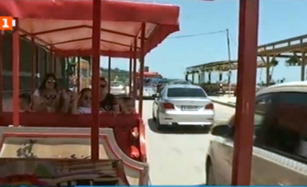 И това лято две туристически влакчета обикалят крайбрежната алея във