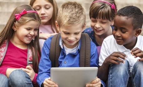 Три мобилни приложения, с които ще сме спокойни за децата си
