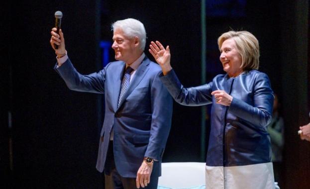 Снимка: Бил и Хилари Клинтън присъстваха на концерт на Барбра Стрейзанд