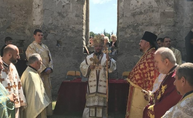След 56 години прекъсване отслужиха литургия в Потопената църква