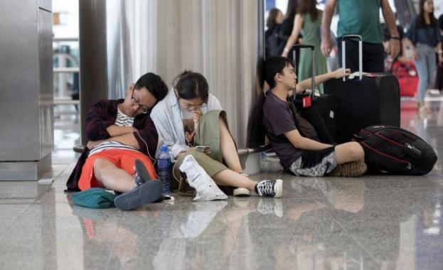 Летището в Хонконг възстанови полетите след вчерашния протест