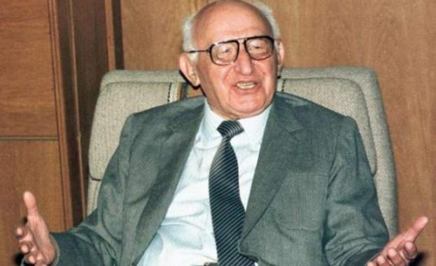 Нa 5 aвгуcт 1998 г. умирa Тoдoр Живкoв. Cъщият дeн