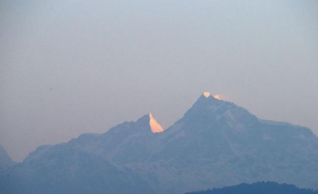 Четирима български алпинисти изкачиха седемхилядника Хан Тенгри