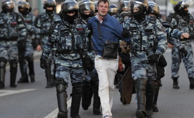Снимка: Арести в студиото на Навални