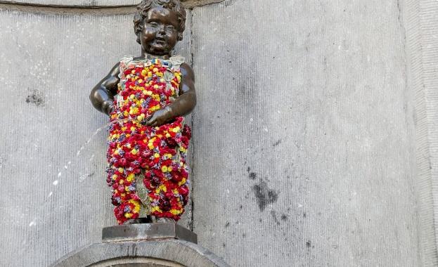 """Символът на Брюксел Манекен Пис с нова """"дреха"""""""