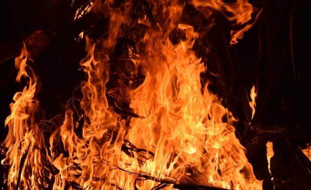 Овладян е пожарът в Хасковско, в Шишманци още гори