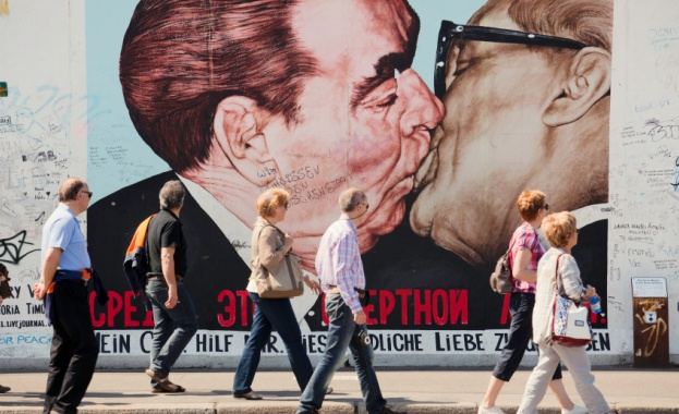 Почти 30 години след падането на Берлинската стена шейсет и