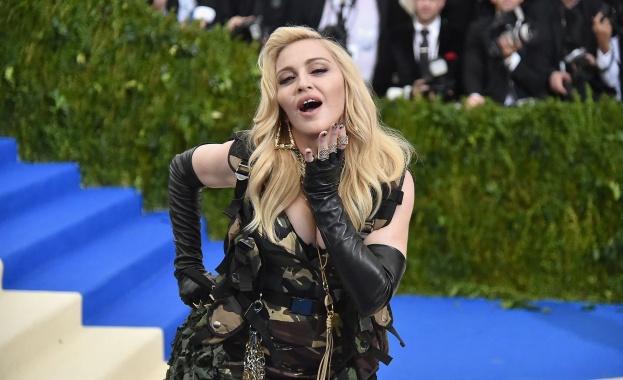 Снимка: Мадона с провокативно видео от подготовката за турнето