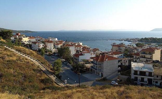 Гърците плащат по-ниски данъци за имотите си тази година. Българите,