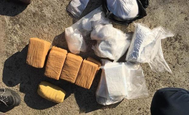 Около 75 килограма кокаин са открити в 20 626 кашона