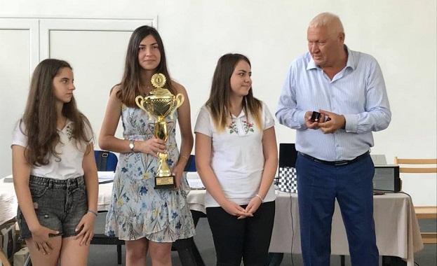 141 състезатели между 5 и 16 години от България, Русия,
