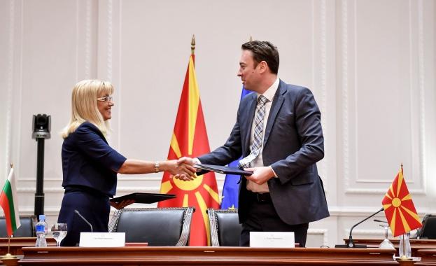 Министърът на регионалното развитие и благоустройство Петя Аврамова и министърът