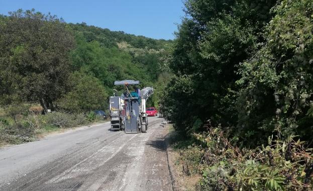 Започна ремонтът на 9 км от път II-49 Кубрат -
